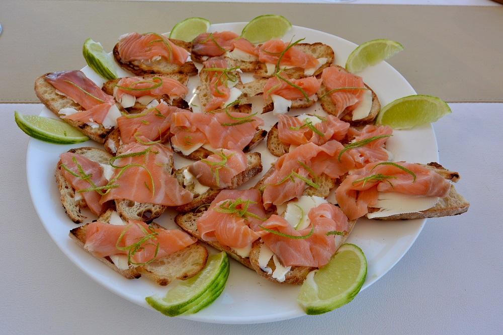cena-bordo-yacht-isole-eolie
